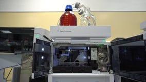 OLOMOUC, REPUBBLICA CECA, IL 3 OTTOBRE 2018: Strumento scientifico per cromatografia semipreparative con massa stock footage