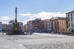 Olomouc, Repubblica ceca Panorama del quadrato al municipio ed alla colonna della trinità santa fotografia stock libera da diritti