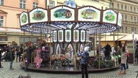 OLOMOUC, republika czech, GRUDZIEŃ 17, 2017: Carousel przejażdżki przędzalnictwo z lwami, koń, fracht, samochód dla dzieci zbiory