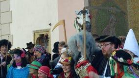 OLOMOUC, republika czech, LUTY 29, 2019: Karnawałowe Masopust świętowania maski paradują festiwal blisko urząd miasta zbiory