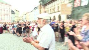 Olomouc Tjeckien, Maj 15, 2018: Aktivist och musiker Ziggy Horvath på en demonstration mot början stock video