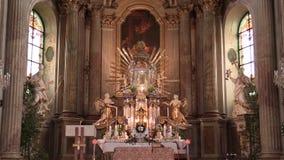 OLOMOUC, TSCHECHISCHE REPUBLIK, AM 15. APRIL 2018: Olomouc auf der Kirche Svaty Kopecek, dem Altar und der Religion, katholischer stock video