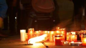 OLOMOUC, TSJECHISCHE REPUBLIEK, 16 JANUARI, 2019: Jan Palach-studentendemonstratie die met brand branden 50 jaar verjaardags stock footage