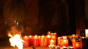 OLOMOUC, TSJECHISCHE REPUBLIEK, 16 JANUARI, 2019: Jan Palach-studentendemonstratie die met brand branden 50 jaar verjaardags stock video