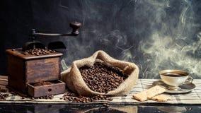 Olor del café de la elaboración de la cerveza de la vendimia Foto de archivo