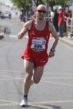 Olsvig doblado durante el maratón de Praga Foto de archivo