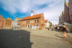 OLSZTYŃSKI, POLSKA, SIERPIEŃ - 21, 2015: Średniowieczni domy Olsztyński w centrum Olsztyński stary miasteczko Zdjęcie Royalty Free