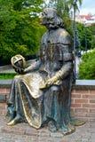Olsztyn, Polonia Monumento a Nicolaus Copernicus, vista lateral fotos de archivo