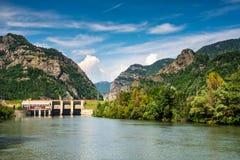 Olt河在喀尔巴阡山脉,罗马尼亚 免版税库存照片