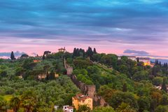 Oltrarno et belvédère de fort à Florence, Italie photographie stock