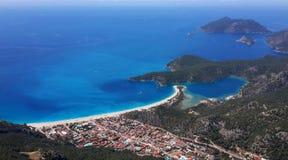Oludeniz fjärd och blåttlagun i Turkiet Arkivfoton