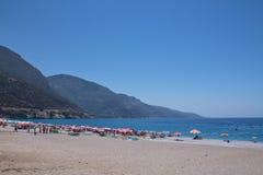 Oludeniz, Turquie - 10 juillet 2012 : touristes passant leurs vacances d'été appréciant la natation et prendre un bain de soleil  Photo stock