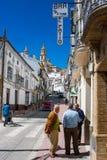 Olvera Cadiz landskap, Andalusia, Spanien - mars 25, 2008: gå som upp till går den Parroquia de Nuestra Señora de laEncarnacià ³ Royaltyfri Fotografi