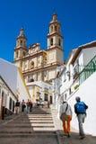 Olvera Cadiz landskap, Andalusia, Spanien - mars 25, 2008: gå som upp till går den Parroquia de Nuestra Señora de laEncarnacià ³ Arkivfoto