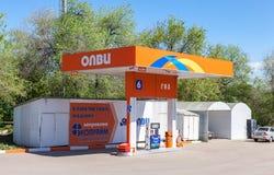 Olvi加油站在夏日 Olvi是一个俄国气体s 库存图片