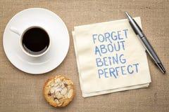 Olvide ser perfecto en servilleta fotos de archivo