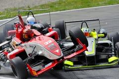 Olycka av bilar F2 på det Monza spåret - Ferrari utmaning April 2015 Royaltyfri Fotografi