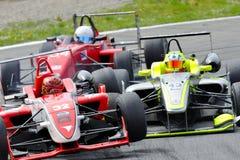 Olycka av bilar F2 på det Monza spåret - Ferrari utmaning April 2015 Arkivfoton