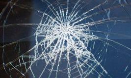 Olycka det brutna exponeringsglaset av bilen Arkivfoto