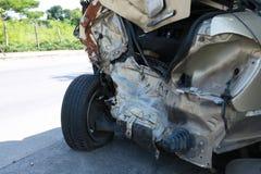 Olycka för bilkrasch på gatan, skadade bilar efter collisio Arkivfoton