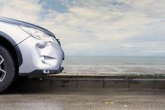 Olycka för sammanbrott för skada för krasch för bilsilverfärg riklig royaltyfri bild