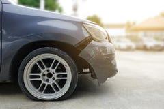 Olycka på den främre stötdämparen av den svarta bilen Royaltyfri Fotografi