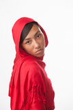 Olycklig flicka i röd hijab Arkivbild