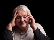 Hög kvinna med huvudvärk Arkivbild