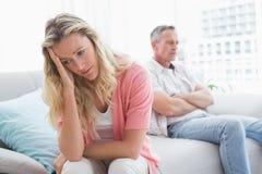 Olyckliga par är barska och ha problem Royaltyfri Fotografi