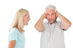 Olyckliga par som har ett argument med mannen som inte lyssnar Royaltyfri Foto