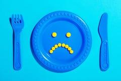 Olyckliga preventivpillerar på barnplattan Royaltyfri Bild