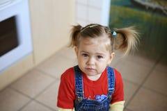 olyckligt barn Arkivfoton