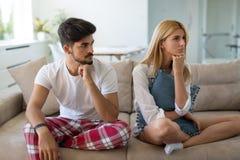 Olyckligt gift par på kant av impotens för skilsmässa tack vare arkivbild
