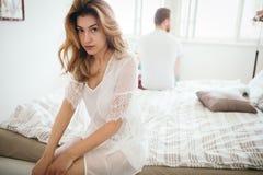 Olyckligt gift par på kant av impotens för skilsmässa tack vare royaltyfri bild