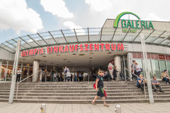 Olympia Einkaufszentrum och Galeria Kaufhof Arkivfoton