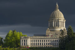Olympia Washington Capital Building med mörk himmel Royaltyfri Fotografi