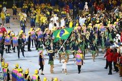 Olympiamannschaft Brasilien marschierte in die Olympicseröffnungsfeier Rios 2016 Stockfotos