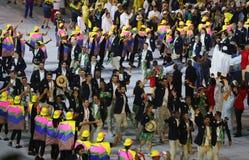 Olympiamannschaft Brasilien marschierte in die Olympicseröffnungsfeier Rios 2016 an Maracana-Stadion in Rio de Janeiro Stockbilder