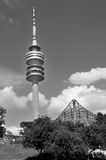 Olympiapark的体育场塔在慕尼黑 免版税图库摄影