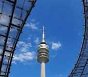 Olympiapark的体育场塔在慕尼黑 免版税库存照片