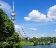 Olympiapark的体育场塔在慕尼黑 免版税库存图片