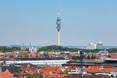 Olympiaturm电视塔在慕尼黑,德国 免版税库存照片