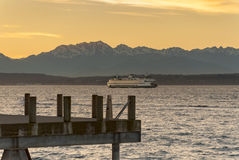 The Olympic Mountains and Ferry Boats Royalty Free Stock Photos
