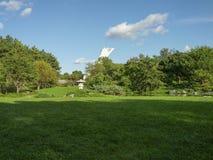 Olympic Stadium med lyktan i en trädgård Royaltyfria Foton