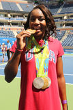 Olympics-Meisterschwimmer Simone Manuel nimmt bei Arthur Ashe Kids Day 2016 teil stockbild