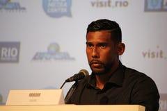 Olympics ohne Rassismus auf Brasilianer trägt Konferenz zur Schau Stockfotografie