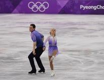 _olympisch kampioen Aljona Savchenko en Bruno Massot van Duitsland uit:voeren in de paar schaatsen vrij schaatsen bij de 2018 win stock afbeelding