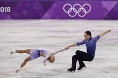 _olympisch kampioen Aljona Savchenko en Bruno Massot van Duitsland uit:voeren in de paar schaatsen vrij schaatsen bij de 2018 win stock foto