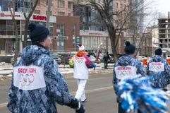 Olympisch toortsrelais in Ekaterinburg, Rusland Stock Foto