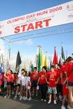 Olympische Anfangszeile des Tageslack-läufers stockfotos